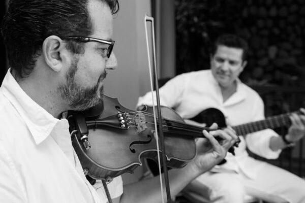 Kitarr ja viiul duett